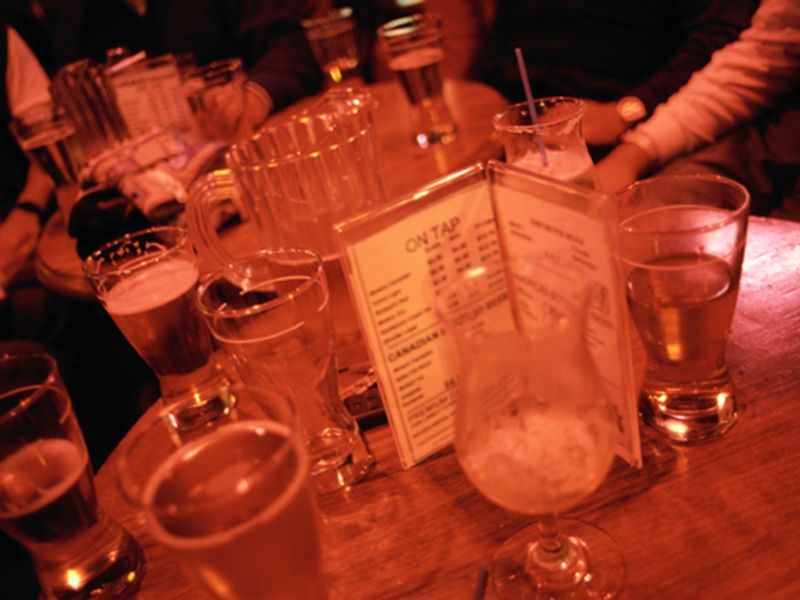 News Picture: Drinking Takes Toll on Bones of People With HIV: Study