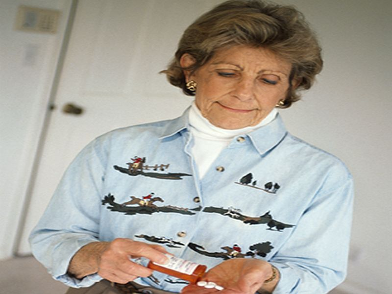 News Picture: Helping Seniors Manage Meds After Hospital Reduces Readmission: Study