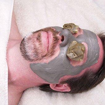 A man receives a green tea facial as a home remedy for rosacea.